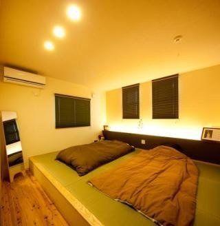 主寝室をベッドなしで画像のような小上がりにしたい 主寝室 和室 モダン 寝室 ベッドルーム レイアウト