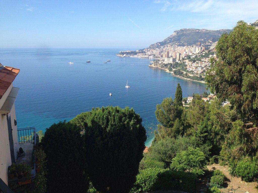 Vue magnifique sur Monaco depuis la terrasse