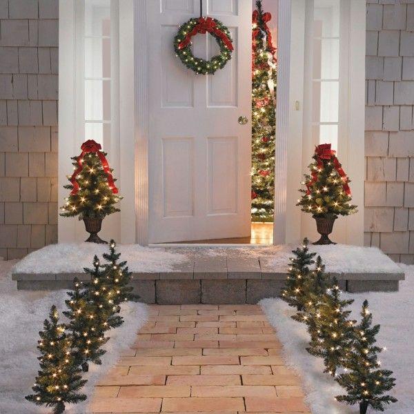 Weihnachtsdeko Hauseingang breitet festliche Stimmung aus - 44 Outdoor Dekoideen #weihnachtsdekohauseingangaussen