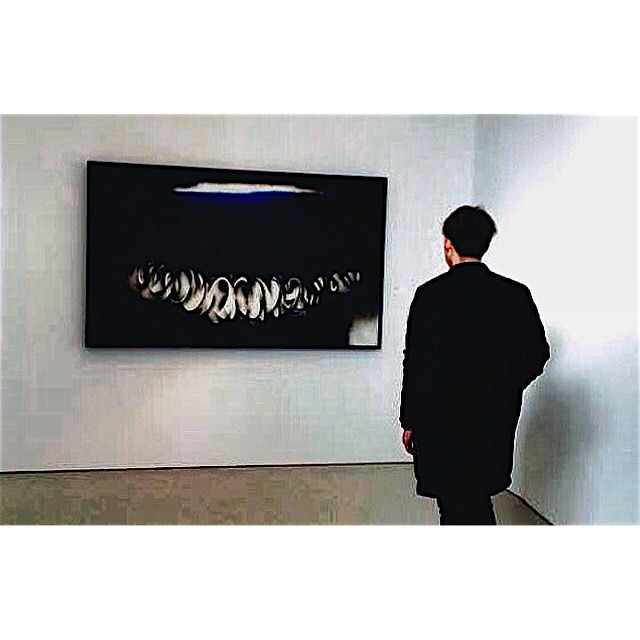 There are so many Perspectives.  #Michaelrosenfeldgallery#galleryart #suchabeauty#perspective#nyclife#newyork#nyc#뉴욕#전시회#생각많아지는밤#잠못드는밤#vsco#셀스타그램#얼스타그램#뒷모습그램#instasize#likes#좋아요#l4l#데일리#일상 by 7942x24_yim