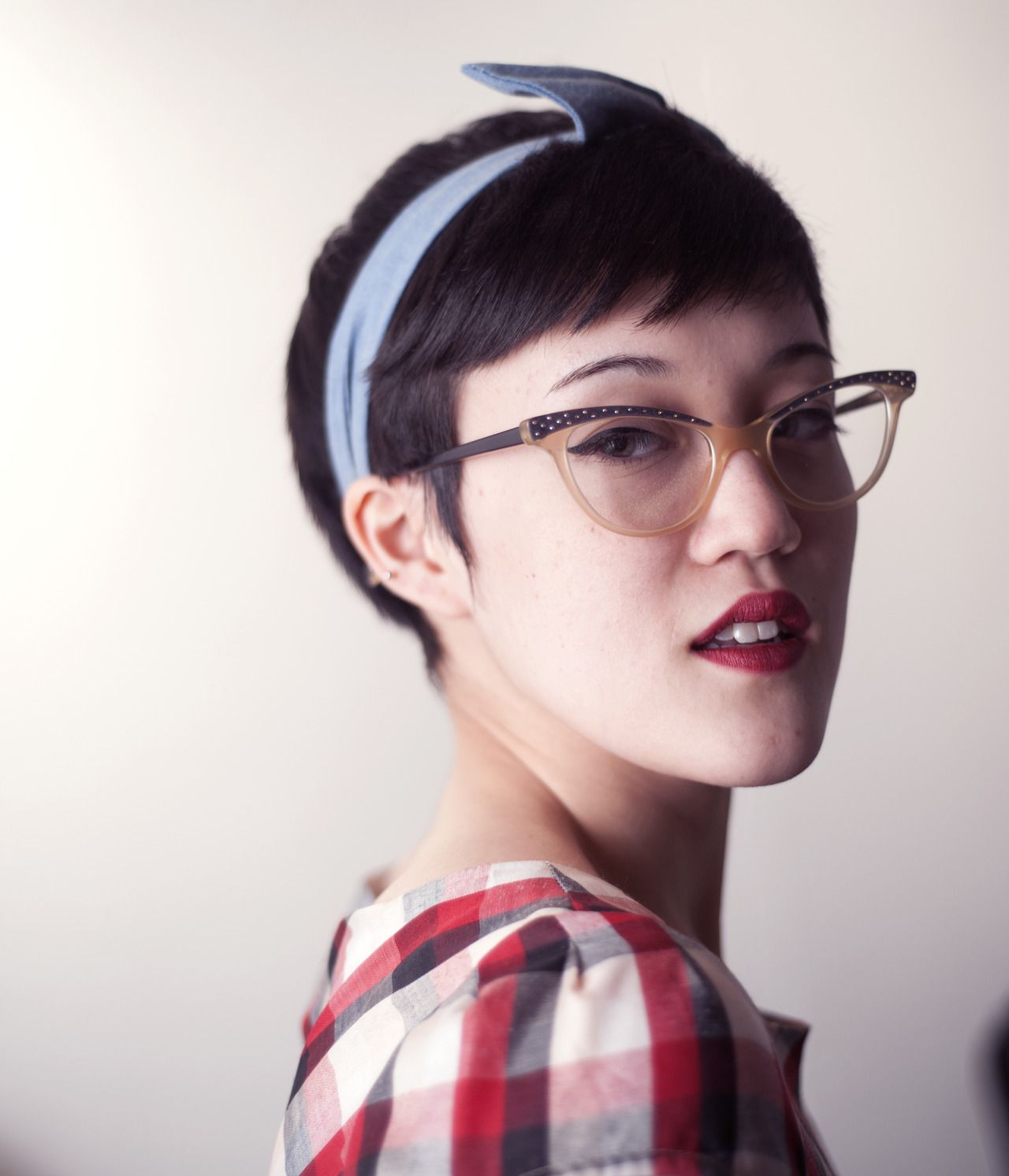 Short hairstyles with glasses - Girls With Short Hair Rock Vintage Glasses