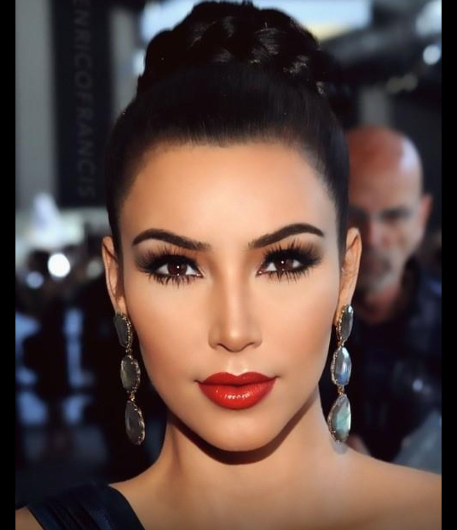 Red lips and smokey eye look (With images)   Kardashian ...