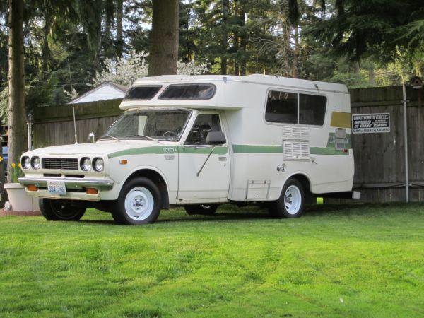 1974 Toyota Hilux Camper