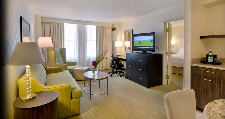 Our Hampton Inn Suites Hotel In Downtown Chicago Is Located Near Riverwalk Merchandise Mart And The House Of Blues Offering Free Breakfast Wifi