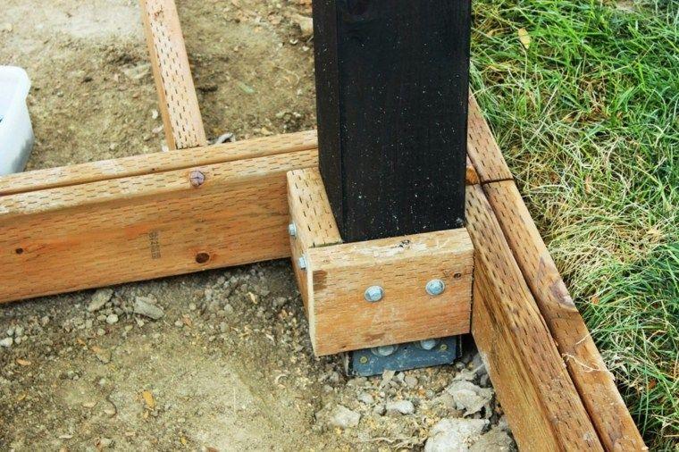 Wie installiere ich die Balken für ein Dach im Garten