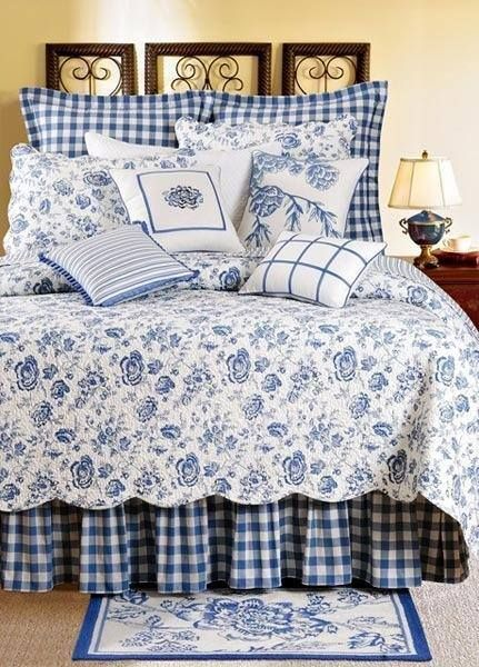 Blue and white   love the pine cone pillow. Blue and white   love the pine cone pillow   Blue and White