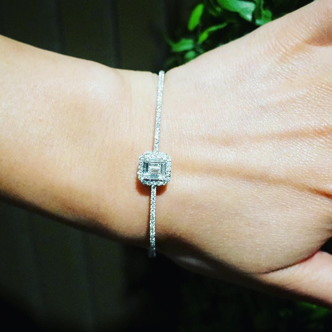 #Friday chic. #ascension #bangle #diamonds #baguette #weekendstyle #grazielagems #diamondbangle