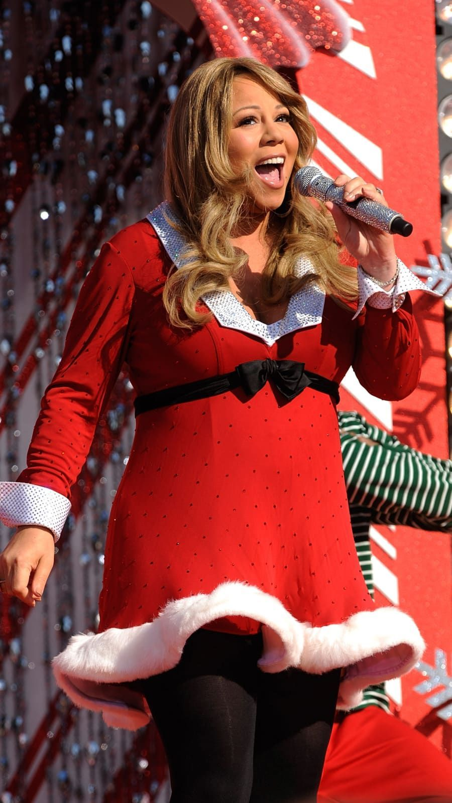 Mariah Carey Performs While Taping The Disney Parks Christmas Day Parade Tv Special At The Magic Kingdo In 2020 Mariah Carey Christmas Outfit Popular Christmas Songs