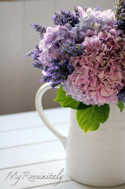 Mazzo Di Fiori Con Ortensie.Un Bouquet Di Ortensie E Lavanda Decorazioni Floreali Fiori Per