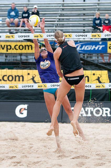 Round 6 Nicole Branagh Elaine Youngs Defeats Brooke Hanson Lisa Rutledge Avp Crocs Pro Beach Volleyball To Beach Volleyball Avp Volleyball Maxi Dress Party