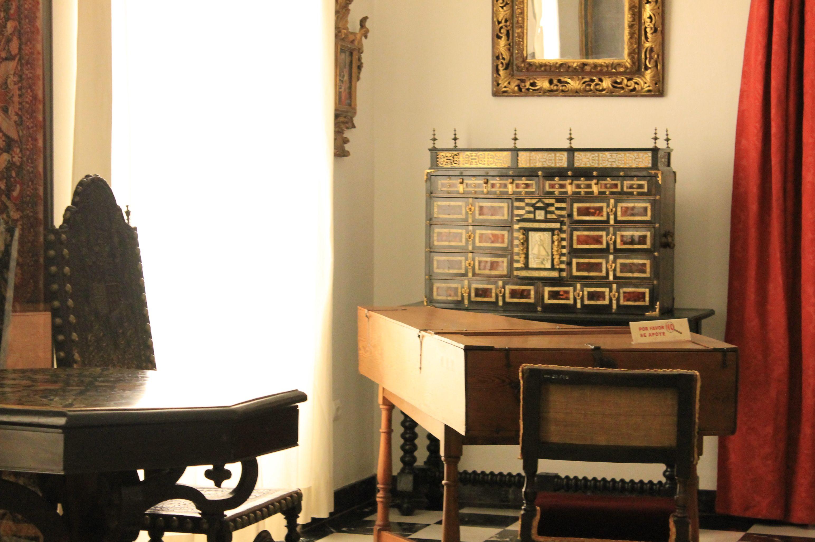 escritorio y piano de cola casa seorial siglo xvii museo nacional de artes decorativas