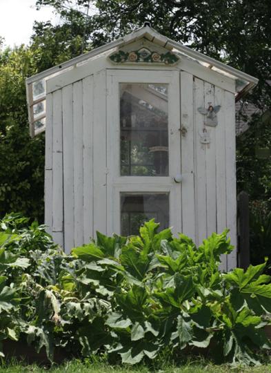 Outdoor Inspiration: Salvaged Window Greenhouse