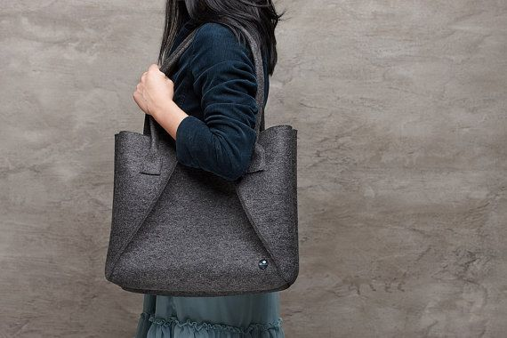Dark grey Merino wool felt bag, grey large felt bag for woman, grey elegant bag, large felt shoulder bag, everyday bag, handmade bag
