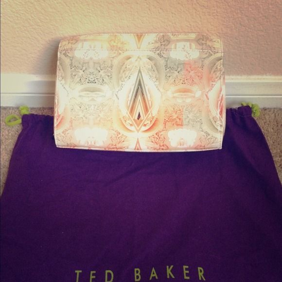 Ted baker clutch bag! Brand new with tags ted baker clutch zipper closure an zipper pocket on the inside. Super cute bought have not used! Dust bag NOT included! Ted Baker Accessories