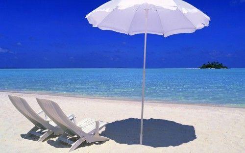 Cadeiras e guarda-sol na praia - Praia, Maldivas, Maldivas Viagem, Cadeira,  Guarda-chuva, Areia, Viagem, mar, foto, Ilha c746de2d98