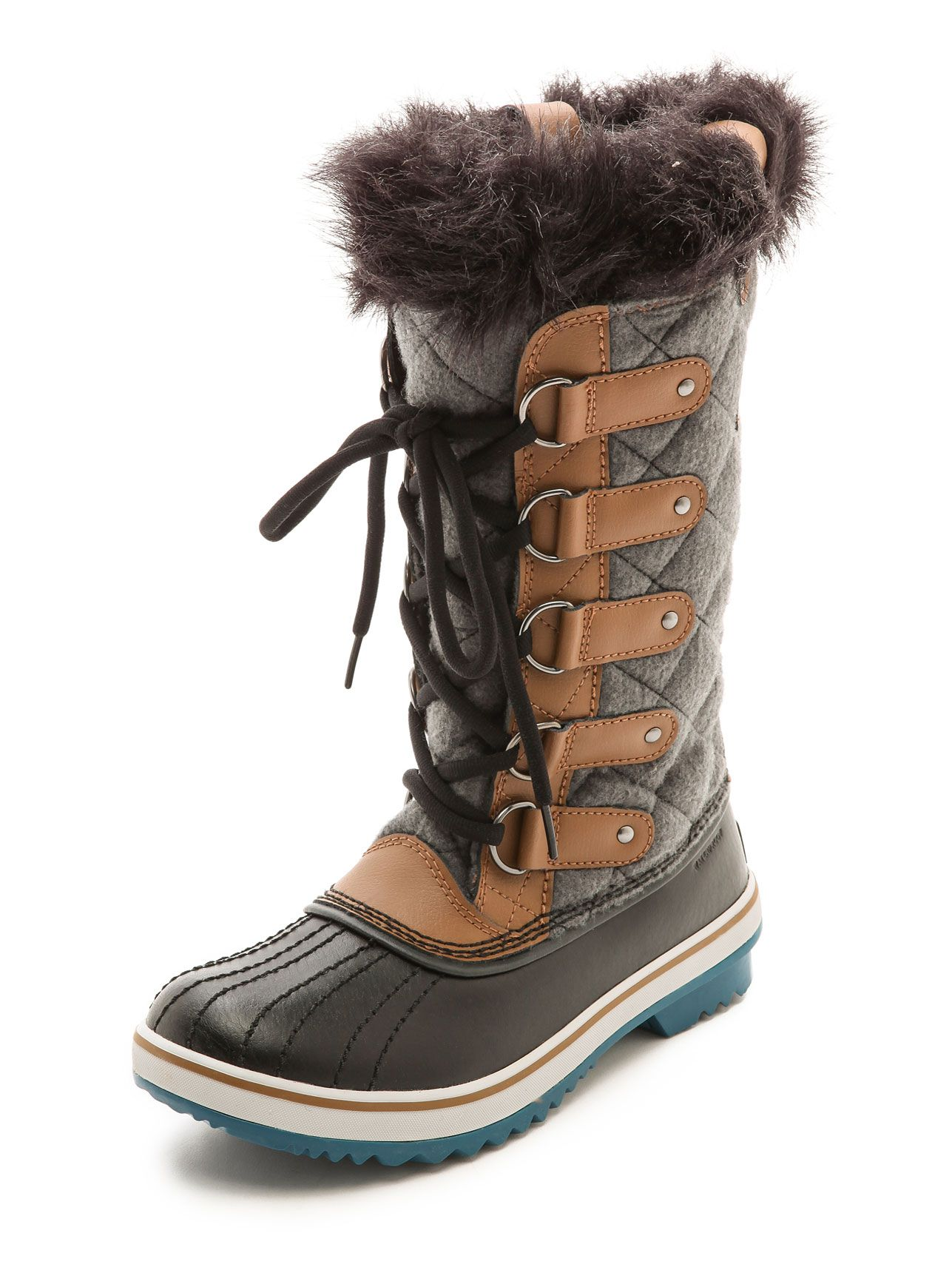 305e1e2a060 3 Fail-Proof Outfits for Every Type of Ski Resort. Sorel Tofino Faux Fur  Lined Boots. Sorel Tofino Faux Fur Lined Boots Apres Ski Boots
