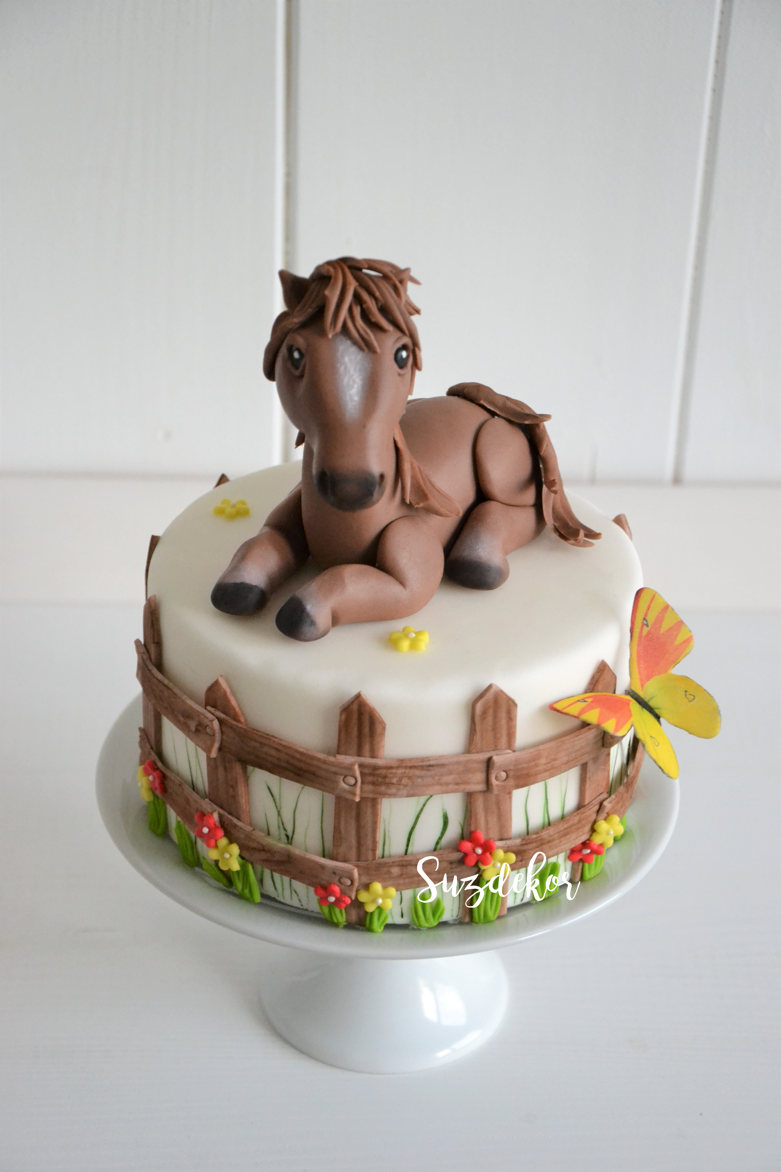 Pleasing Mini Cake With Horse Cake Topper With Images Horse Birthday Birthday Cards Printable Giouspongecafe Filternl