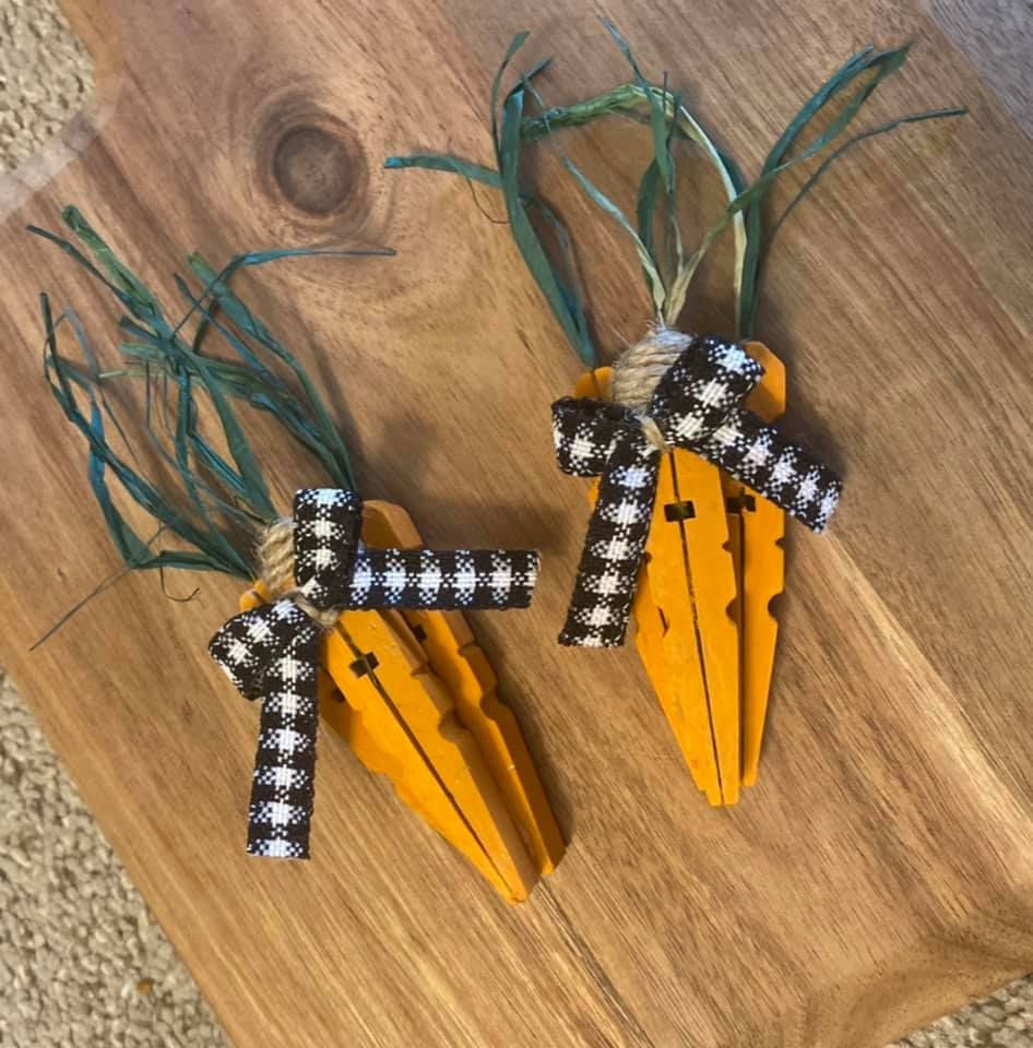 Clothespin Carrots (DIY Easter Decor) Clothespin C