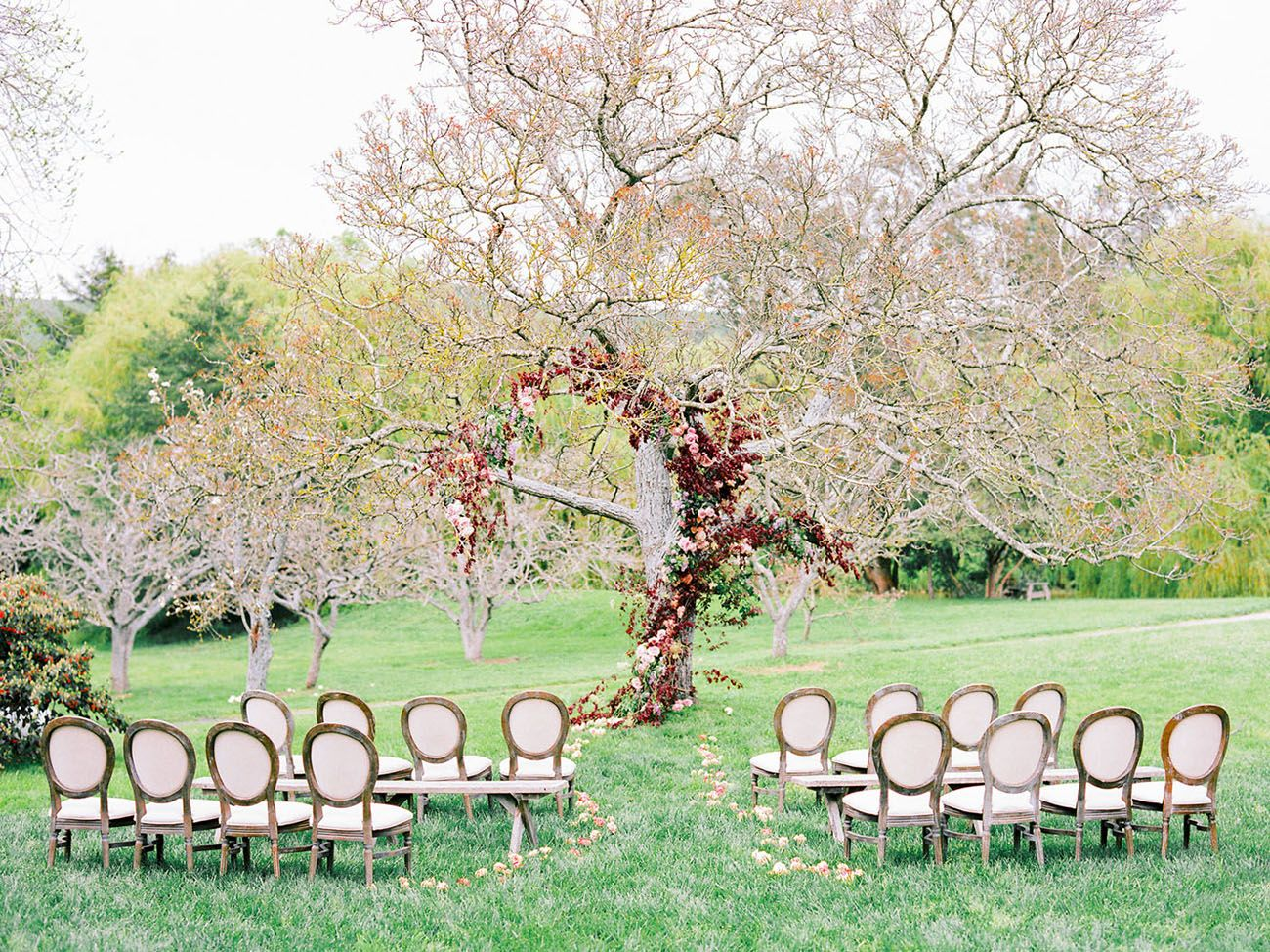 Garden party inspiration  Snakeskin Details give Edgy Romance to this Rustic Wedding