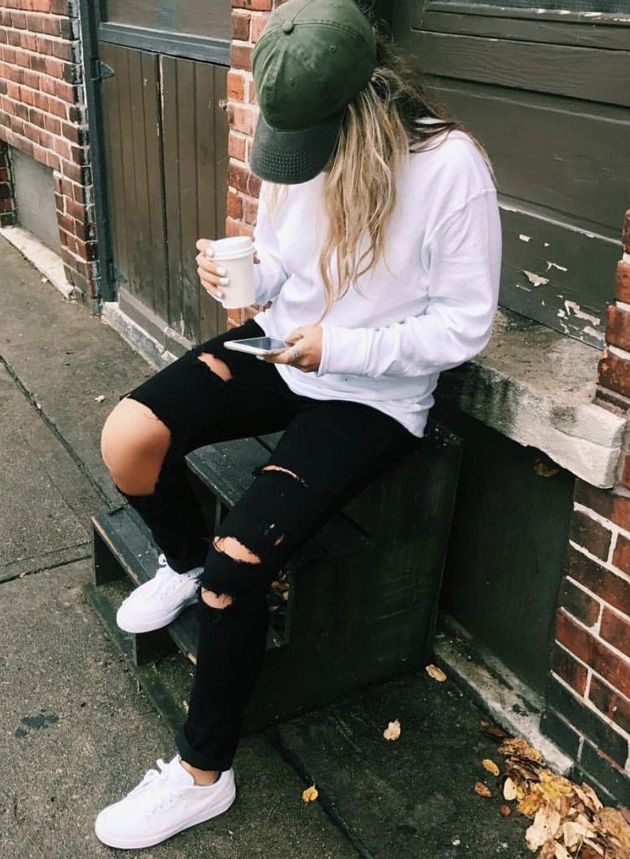 #streetstyle #boyfriendjeans #hats #nike