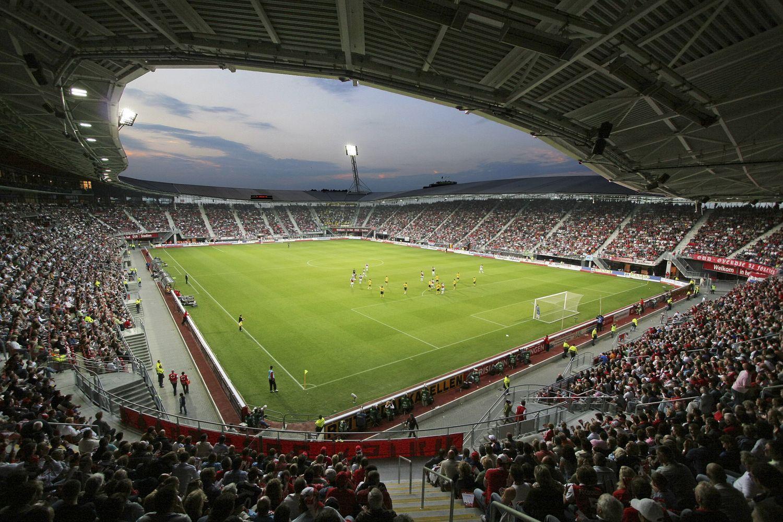 AFAS Stadion, Alkmaar, Países Bajos. Capacidad 17.000 espectadores, Equipo local AZ Alkmaar. Fue inaugurado el 4 de agosto de 2006, con el nombre de DSB Stadion.