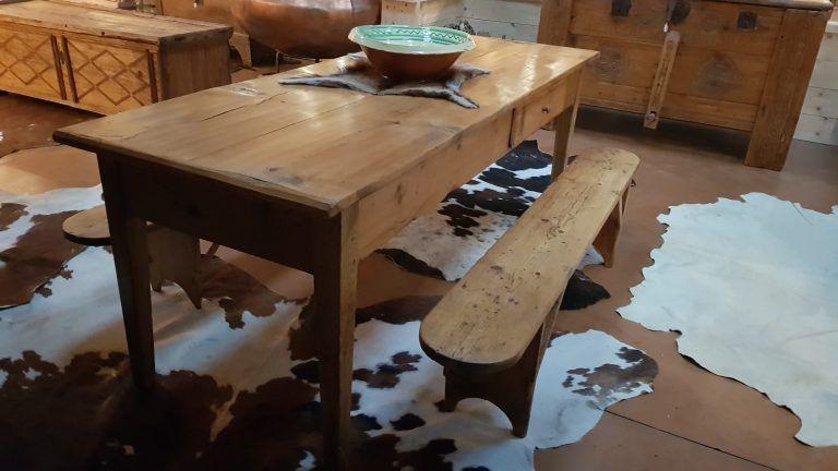 Table Meubles Anciens Restaures Savoie Val D Arly Avec Images Mobilier De Salon Banc De Ferme Deco