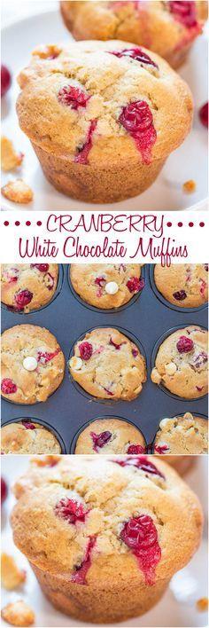 Arándano blanco muffins de chocolate - suaves, esponjosas, y llenos de bayas en cada bocado!  De manera perfecta de utilizar sus arándanos frescos !!