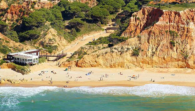 Luna Falesia Mar Beach Resort i Portugal. Se mere på www.bravotours.dk @Jonathan Campbell Tours #BravoTours #Travel