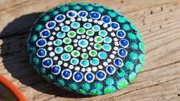 Mandala-Steine bemalen