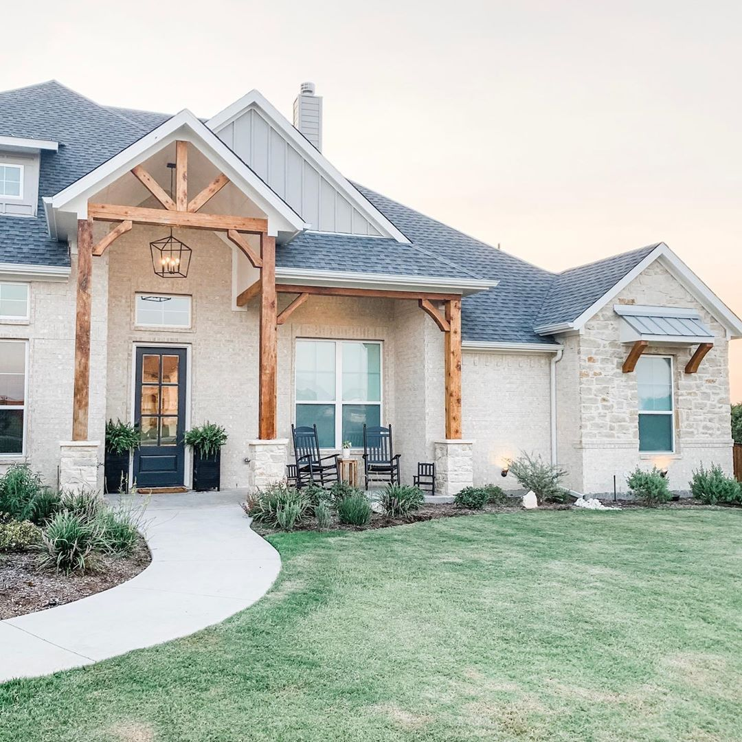 Best Modern White Brick And Stone Ranch House In Midlothian 400 x 300