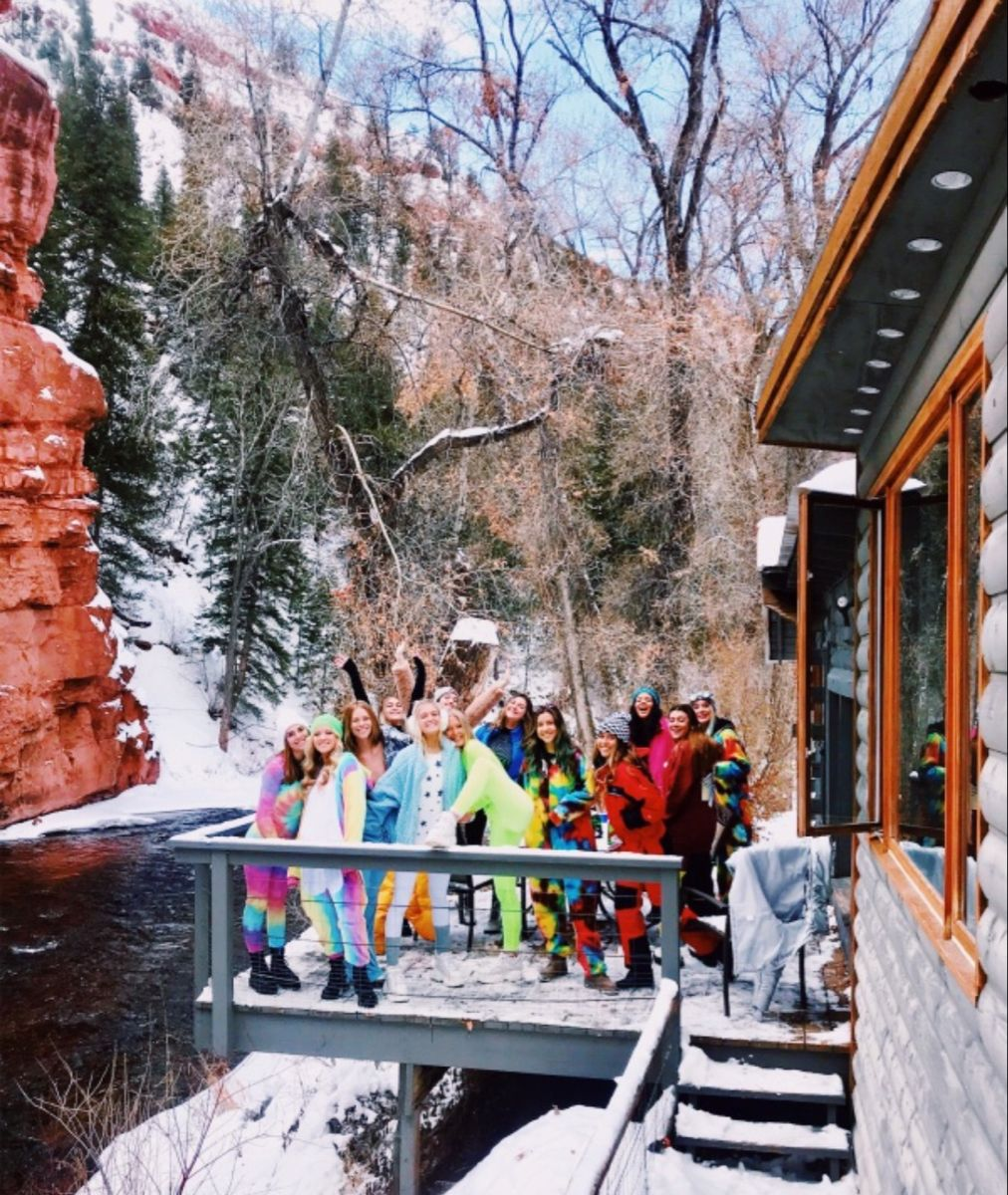 Pinterest Zoewro In 2020 Cabin Trip Ski Trip Adventure Outfit Hiking