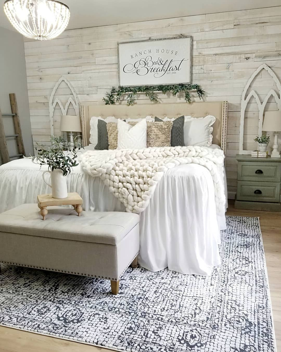 Farmhouse Homes On Instagram This Farmhouse Bedroom Looks So