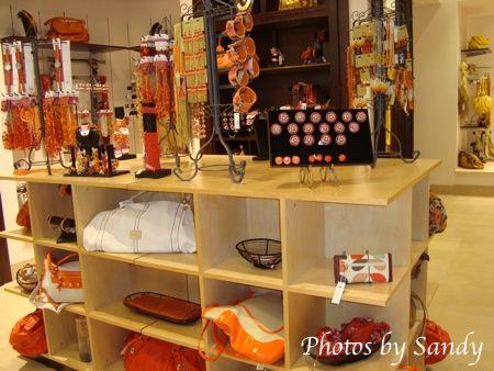 Love this store......sooooooooo  organized