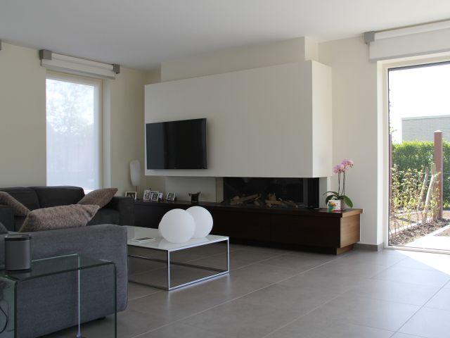 Moderne woonkamer • tegels • rolluiken • Foto: www.covemaeker.be ...