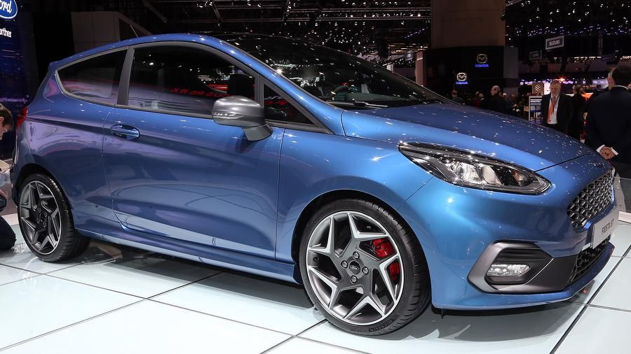 New Ford Fiesta St Hot Hatch Breaks Cover At Geneva Auto Trader Uk Fiesta St Ford Fiesta Ford Fiesta St