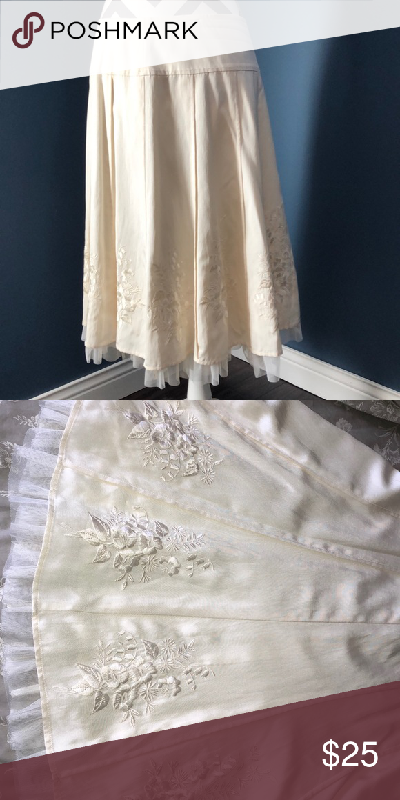 2ec05160f5 Intuitions skirt with embellishment (ivory size 8) Intuitions (Sold at  Dillard's) skirt with floral embroidered embellishment and toile fringe.