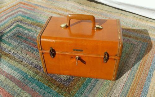 Vintage-Mid-Century-Shwayder-Bros-INC-Samsonite-Brown-Leather-Train-Case-4612