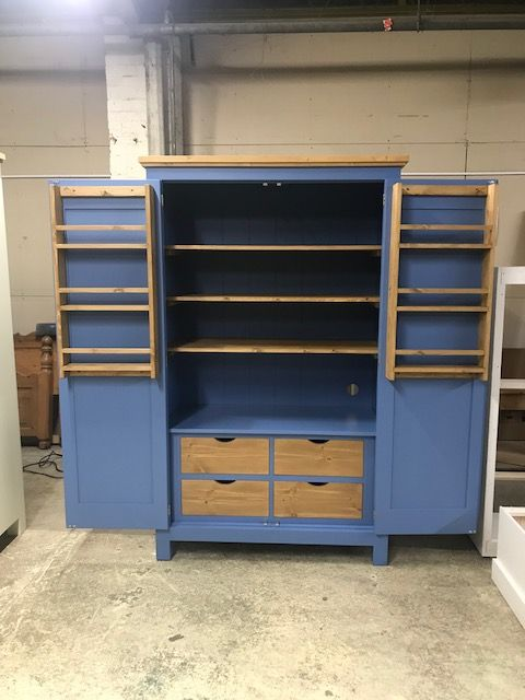 Best This Lovely Bespoke Kitchen Larder Is Painted In Farrow 400 x 300