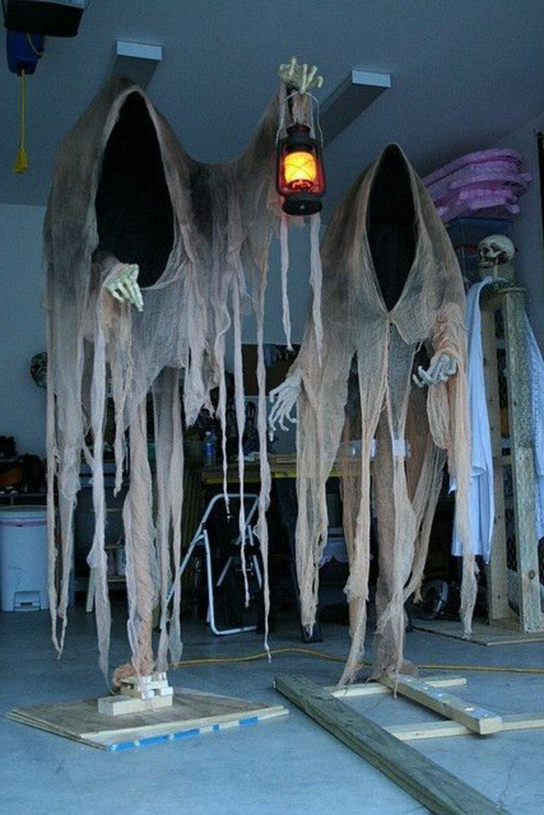 25 Most Scary Diy Halloween Decorating Ideas That Easy To Copy Scary Halloween Decorations Diy Scary Halloween Decorations Halloween Outdoor Decorations