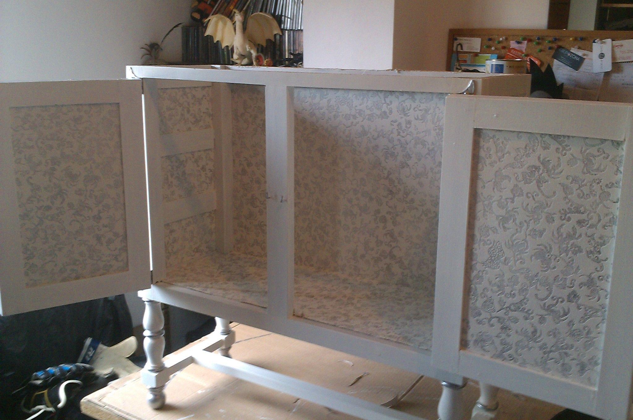 Interior de mueble con papel estilo franc s envejecido for Muebles estilo frances