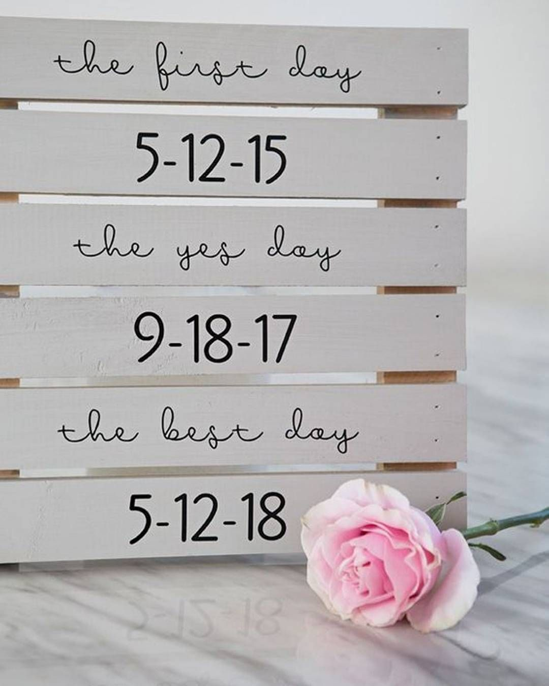 We love this simple yet stylish decor to highlight key dates so far ...