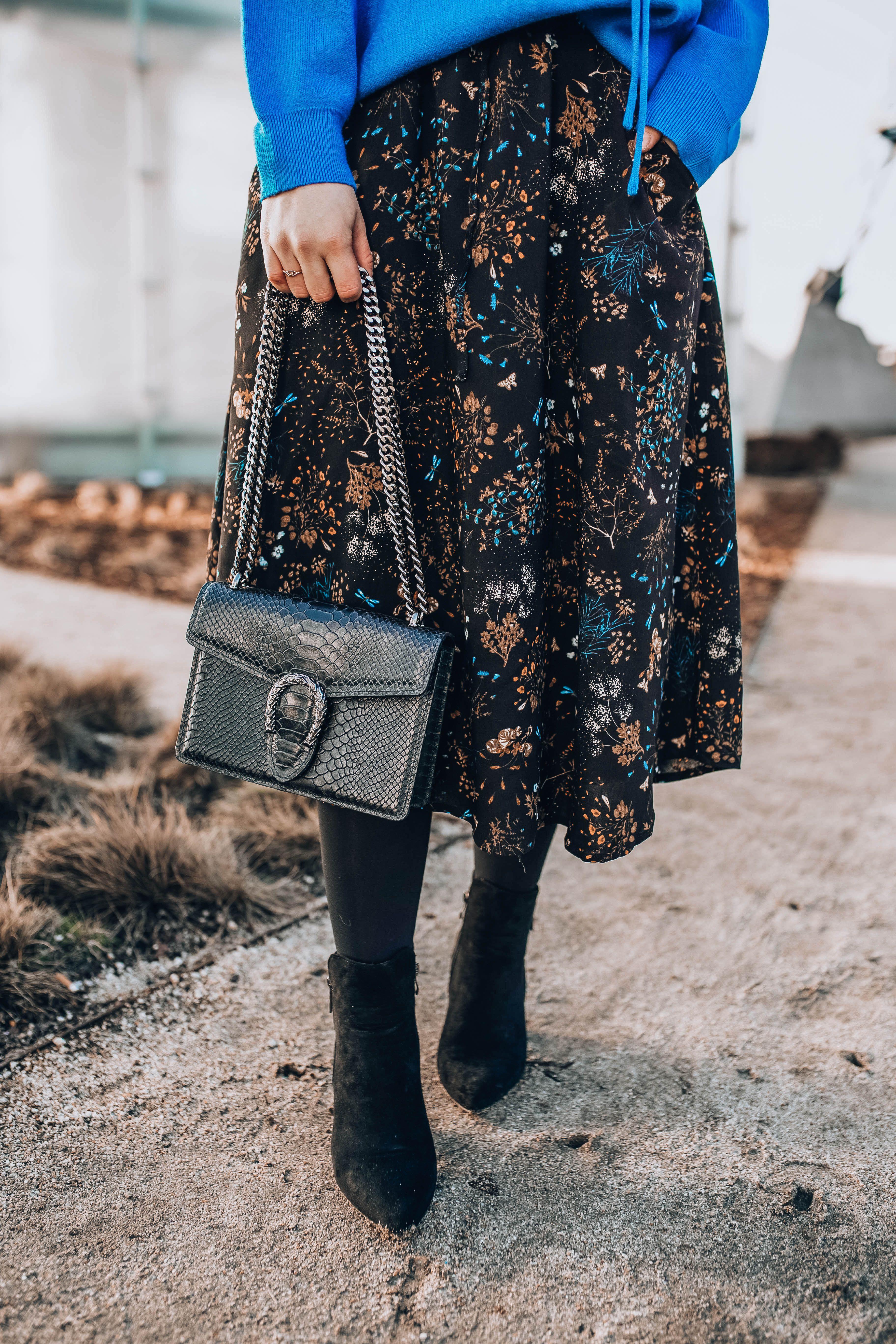 Jak Nosic Dresowa Bluze Carry Rozalia Fashion Skirts Sequin Skirt