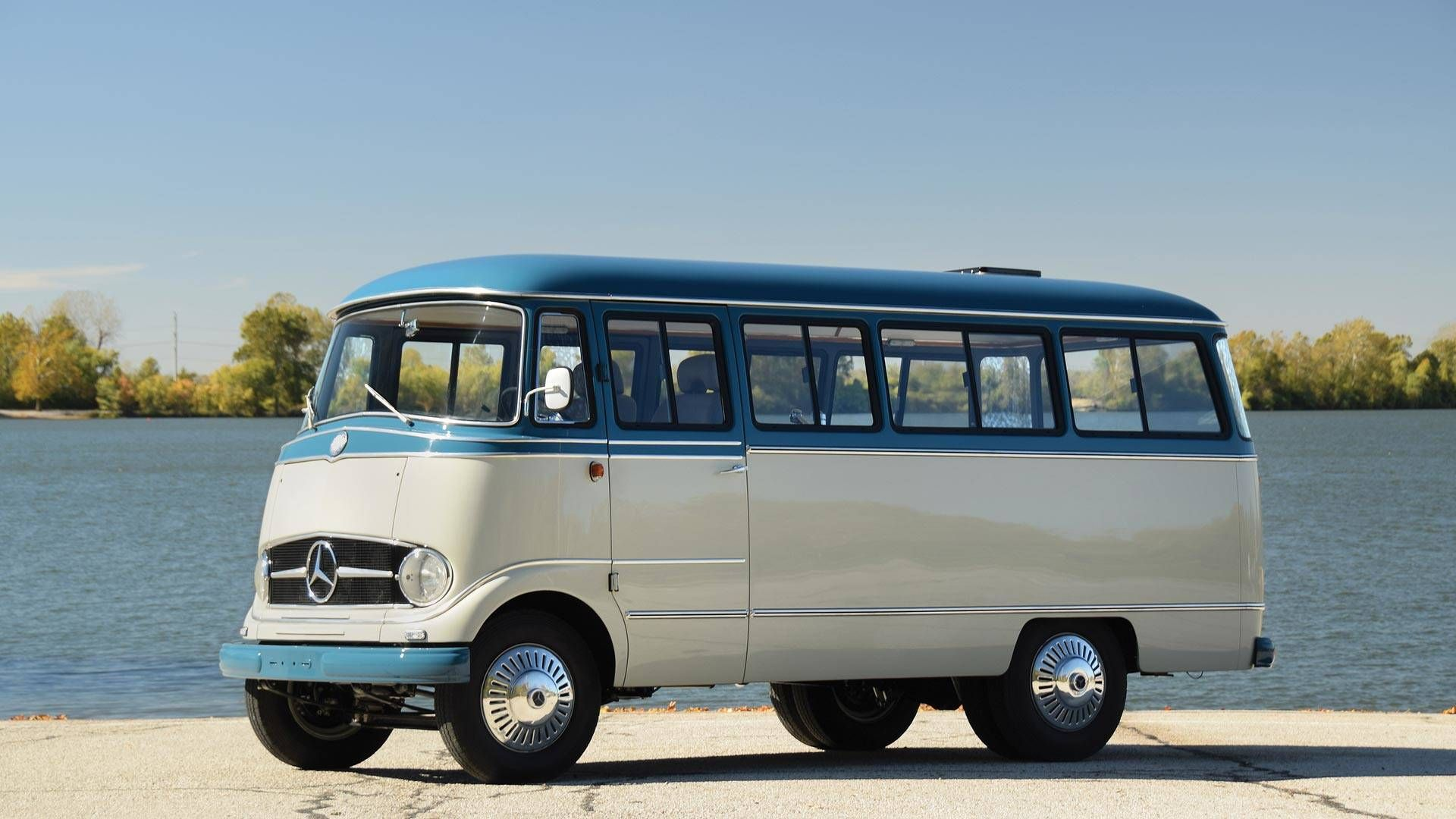Mercedes O 319 Restomod Goes To Auction Mixing Classic And Modern
