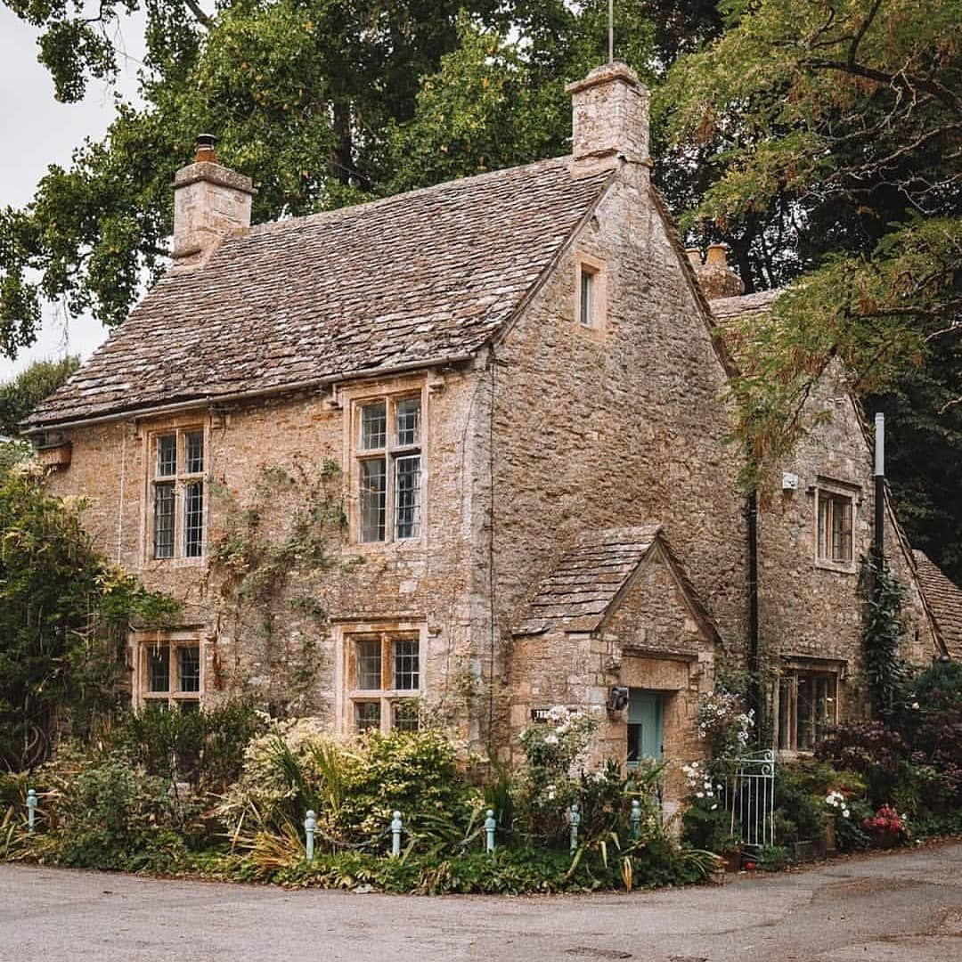 Cottage Garden Decor Ideas- How To Give A Cottage-Like