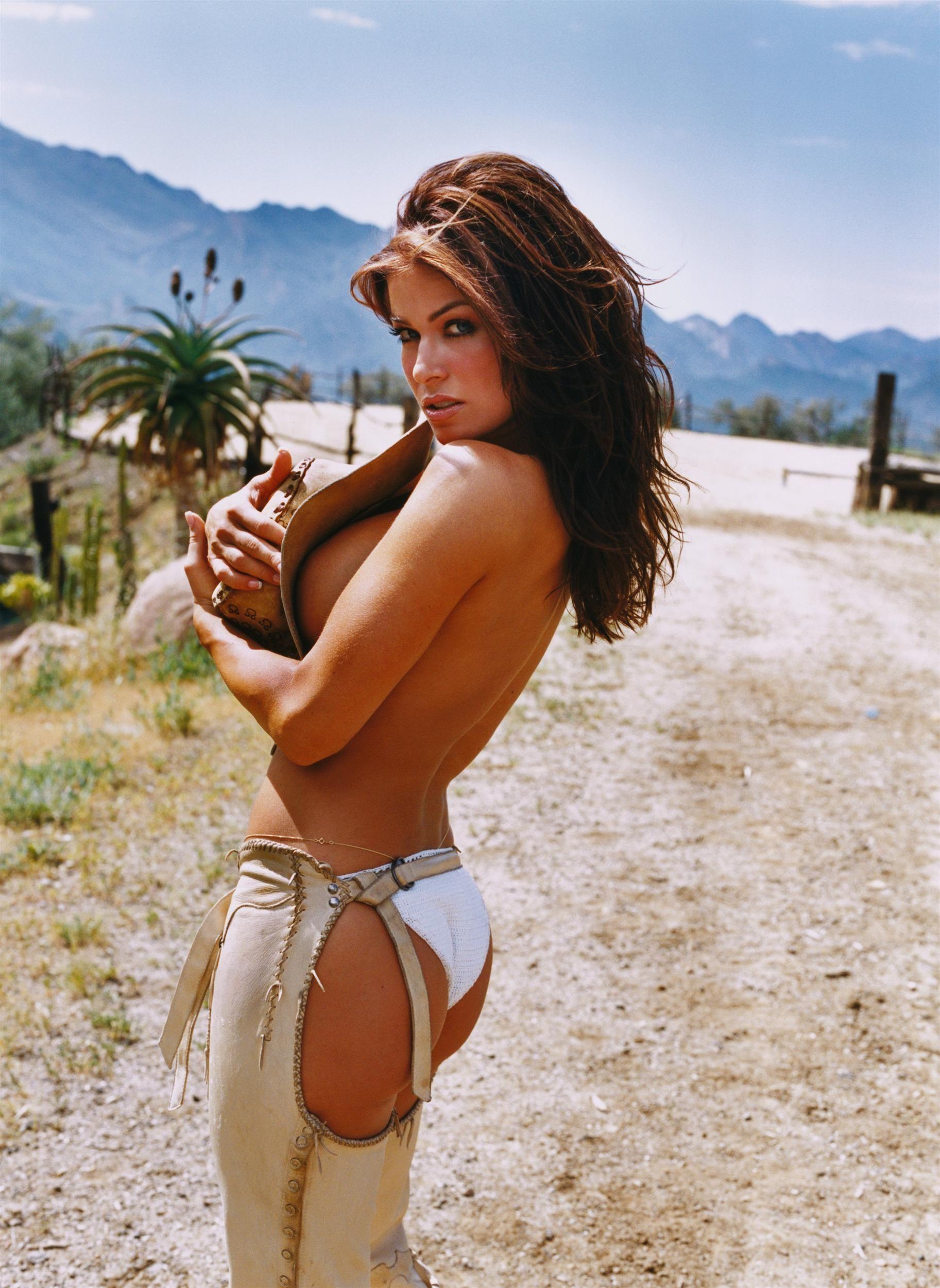 Selfie Carmen Electra nude photos 2019