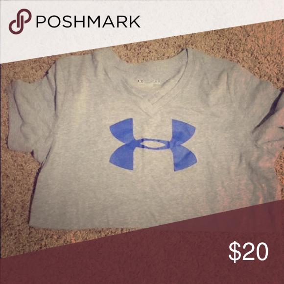 Medium Under Armor shirt Grey Under Armor shirt. Medium size. Comfortable fit! Tops Tees - Short Sleeve