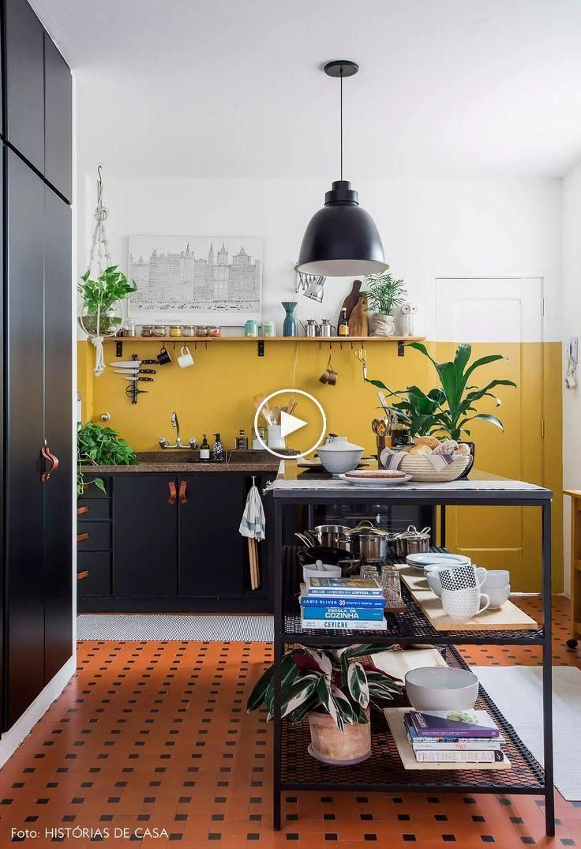 Decoration De Mur De Cuisine ⭐ cuisine reformée avec mur de moutarde en apéritif loué