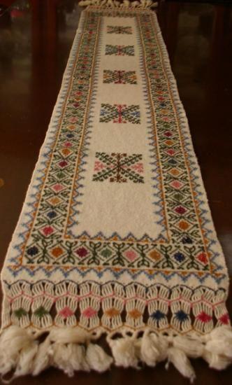 Camino de mesa bordado en punto mexicano buscar con for Como hacer caminos de mesa modernos