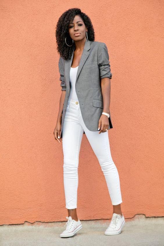 CHIC! Look all white com blazer oversized cinza pra quebrar a monotonia e dar um charme a mais! #whiteallstars