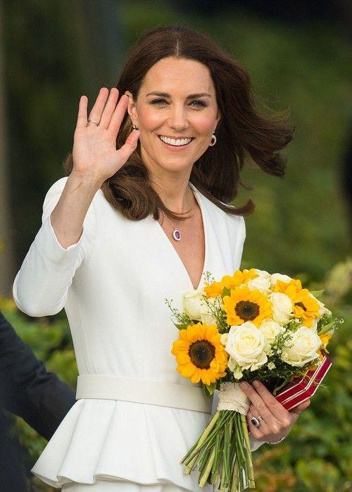 Gardrop Kedisi Kate Middleton Alexander Mcqueen Peplum Manto The Duchess Prenses Kate Prens William